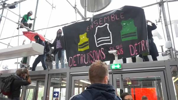 Extinction Rebellion occupe un centre commercial à Paris