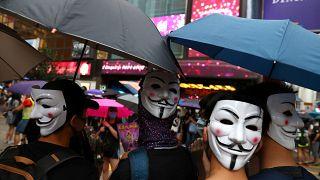 Hong Kong protesta in maschera, la sfida è ad alta intensità