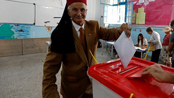 Túnez: Las legislativas dejarían un Parlamento muy dividido
