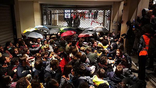 کنشگران فرانسوی محیط زیست یک فروشگاه را در پاریس اشغال کردند