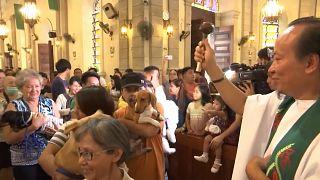 Filipinler'de 4 Ekim Dünya Hayvanlar Günü'nde evcil hayvanlar kilisede kutsandı