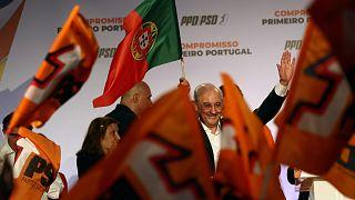 Rui Rio, a portugál szociáldemokraták vezetője támogatói gyűrűjében