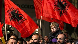 Sondeos a pie de urna dan clara ventaja a la oposición en Kosovo
