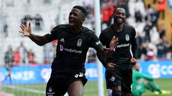 Beşiktaş, Süper Lig'in 7. haftasında Aytemiz Alanyaspor ile karşılaştı. Beşiktaşlı futbolcu Abdoulay Diaby (solda) attığı gol sonrası sevinç yaşadı.