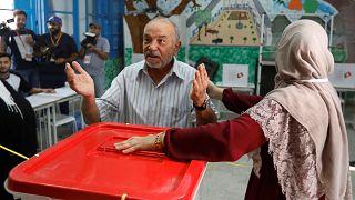 Tunus'ta oylar sayılmaya başladı, sandık çıkışı anketine göre Ennahda önde