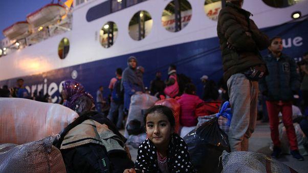 Στην ενδοχώρα μεταφέρονται μετανάστες από τα νησιά