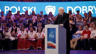 A kormányzópárt vezeti a választási hajrát Lengyelországban