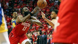 NBA patronunun Hong Kong gösterilerine destek veren paylaşımı krize neden oldu