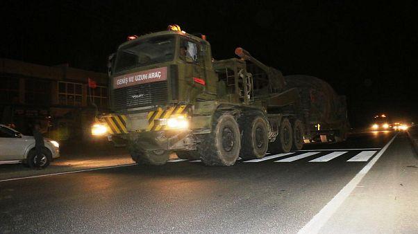 Suriye sınırına zırhlı iş makineleri takviyesi