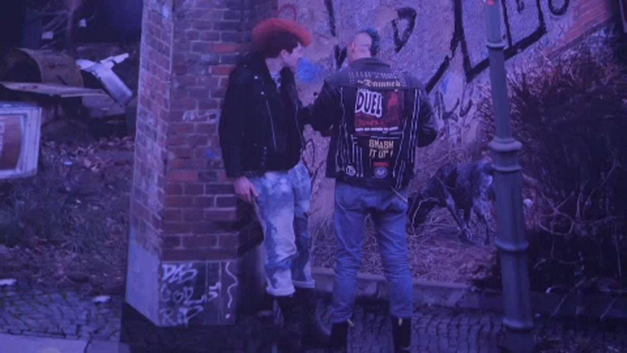 Gli anni Ottanta sotto il Muro di Berlino in un'opera panoramica