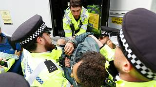 پلیس بریتانیا ۲۷۶ کنشگر مبارزه علیه تغییرات آب و هوایی را بازداشت کرد