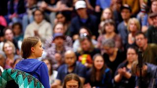 """""""Makaber, Schandtat"""": Greta-Thunberg-Puppe baumelt von Brücke in Rom"""
