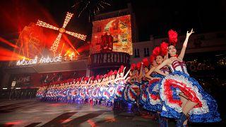 Kánkán-tánc az utcán- így ünnepelték a Moulin Rouge 130. születésnapját