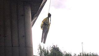Roma, trovato fantoccio di Greta Thunberg impiccato ad un ponte