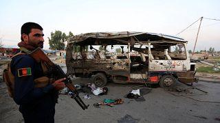 الحافلة بعد انفجار في جلال آباد، أفغانستان في 7 أكتوبر/تشرين الأول، 2019.