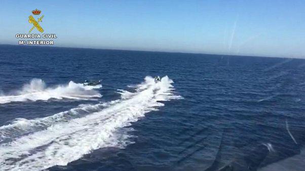 Agentes españoles de la Guardia Civil rescatados por los narcotraficantes que perseguían