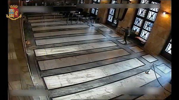 Il video della sparatoria alla Questura di Trieste