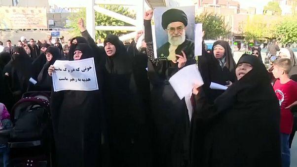 """""""Женщине не место среди мужчин"""": в Тегеране прошёл митинг против допуска болельщиц на стадионы"""