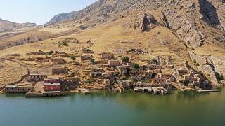 شاهد: سكان مدينة آثرية يضطرون لتركها لصالح بناء سد في تركيا