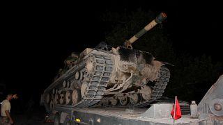 Türk Silahlı Kuvvetleri (TSK) tarafından Suriye sınırındaki askeri birliklere tank, zırhlı araç ve personel takviyesi sürüyor. ( Mehmet Toktaş - Anadolu Ajansı )