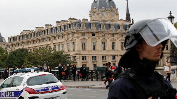 Polizistenmörder von Paris sammelte Infos über Kollegen auf USB-Stick