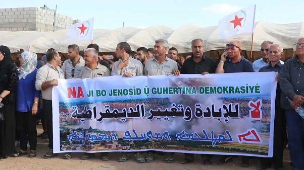 Suriyeli Kürtlerden ABD ve Türkiye karşıtı protesto gösterisi