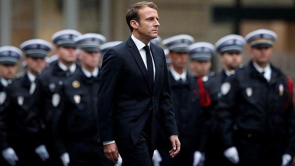 Macron rinde homenaje a los policías asesinados