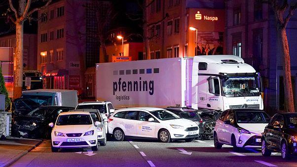 Γερμανία: Φορτηγό έπεσε πάνω σε αυτοκίνητα – Τρομοκρατικό χτύπημα ή όχι;