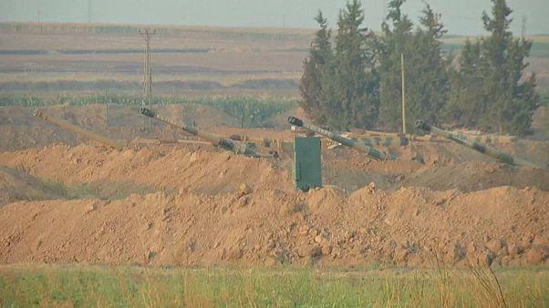 جانب من التعزيزات العسكرية التركية على الحدود مع سوريا 08-10-2019