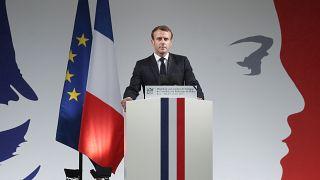 Macron: İslamcılık belası ile savaşta tetikte bir toplum oluşturmak zorundayız