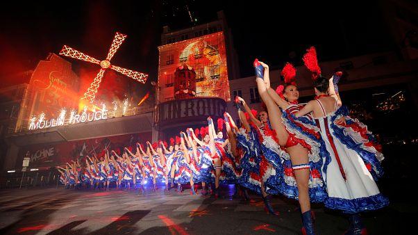 Moulin Rouge 130. yılında sokağa taştı: Kankan dansıyla yıl dönümü kutlandı