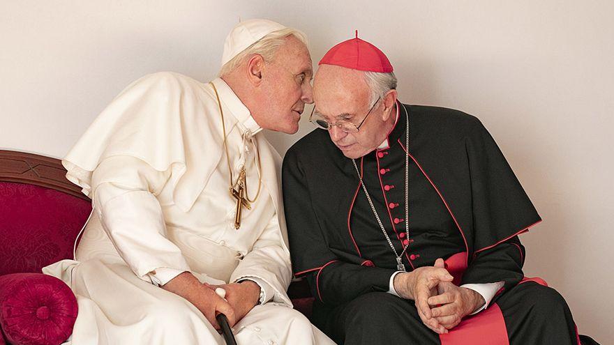 A két pápa (Anthony Hopkins és Jonathan Pryce)