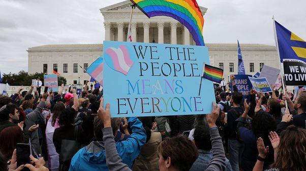 شاهد: مظاهرات في واشنطن للمطالبة بحماية حقوق المثليين والمتحولين جنسياً