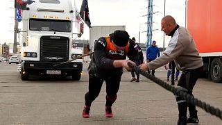 مهرجان الشاحنات في روسيا.. عنده يكرم الرجل أو يهان