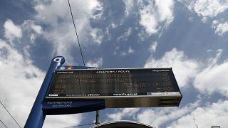 Οθόνη ηλεκτρονικής πληροφόρησης επιβατών σε στάση λεωφορείου, στην Αθήνα