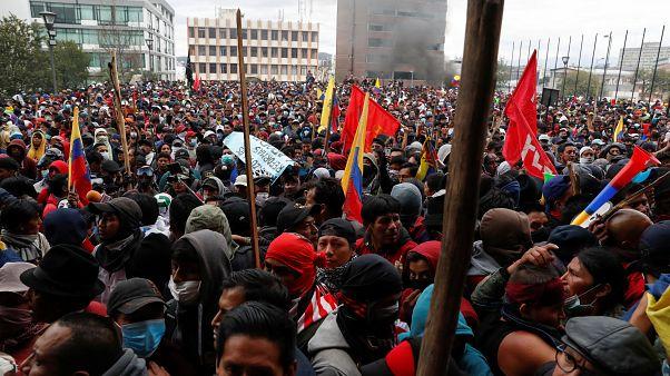 Эквадор: в столице столкновения, правительство эвакуировано