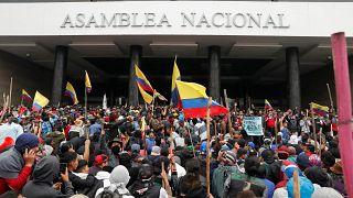 Στο χάος βυθίζεται ο Ισημερινός