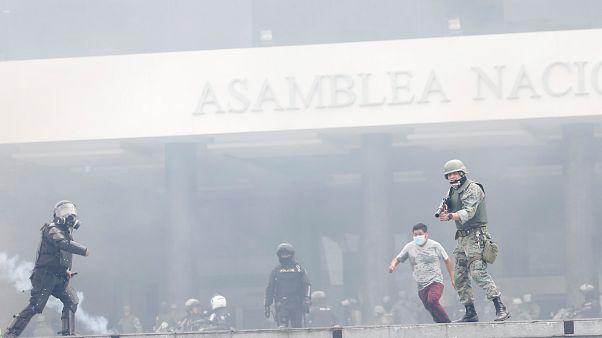 Απαγόρευση κυκλοφορίας στον Ισημερινό μετά τις βίαιες διαδηλώσεις