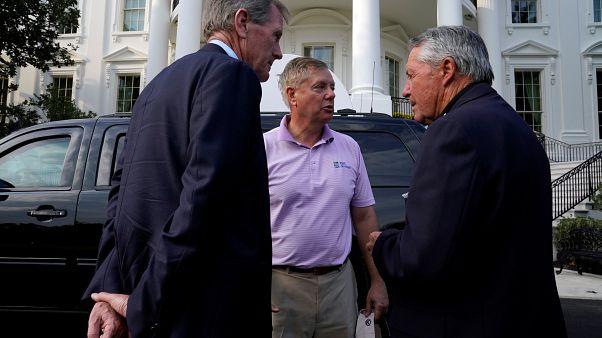 ABD'nin Güney Carolina Senatörü Cumhuriyetçi Lindsey Graham (ortada)