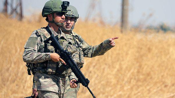 Megindult a török offenzíva, a kurdok népirtástól félnek