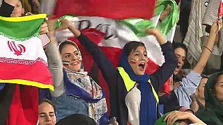 Iran: le donne allo stadio, finalmente senza doversi camuffare