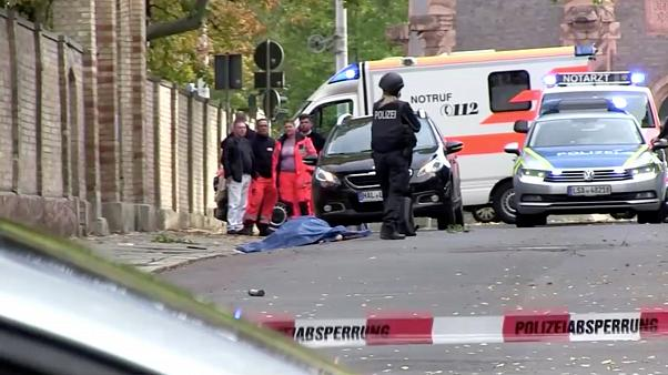 ألمانيا: مقتل شخصين في إطلاق نار أمام كنيس والحكومة تتهم اليمين المتطرف