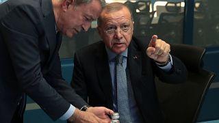 الرئيس التركي رجب طيب أردوغان ووزير دفاعه خلوصي آكار