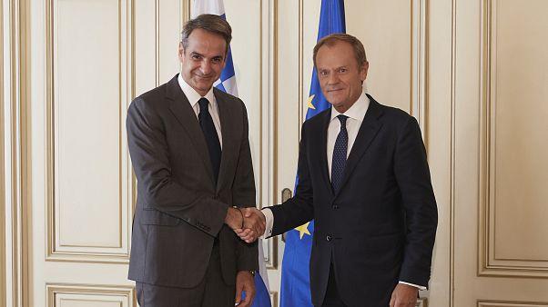 Ο πρωθυπουργός Κυριάκος Μητσοτάκης υποδέχεται τον πρόεδρο του Ευρωπαϊκού Συμβουλίου Ντόναλντ Τουσκ