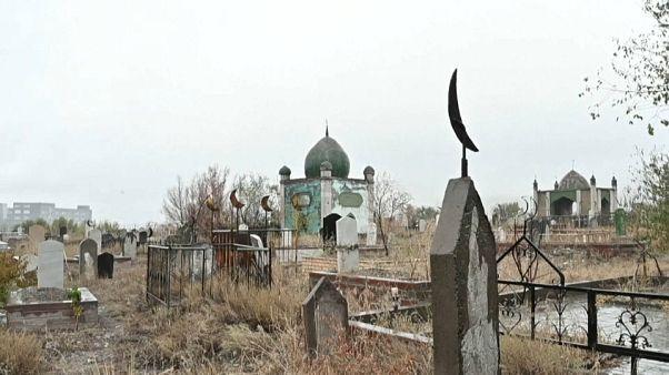 Vom Friedhof zum Happiness-Park: Uiguren bleiben auf der Strecke
