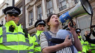 Tömeges csecsemőszoptatás London központjában