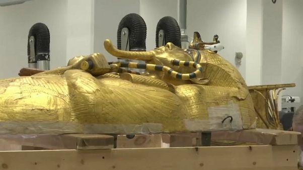 غطاء التابوت المذهب للملك توت عنخ آمون