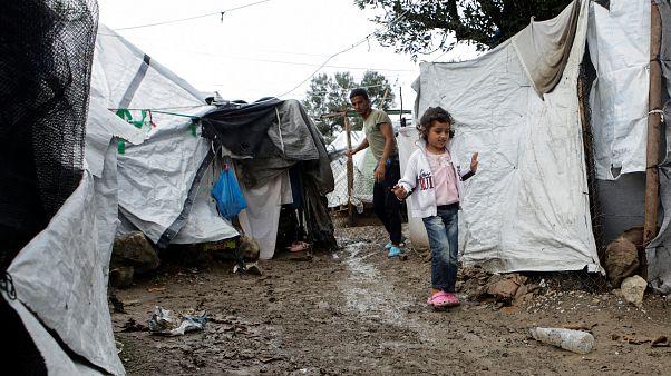 Έρευνα: Αρνητικοί στη μετανάστευση οι Έλληνες
