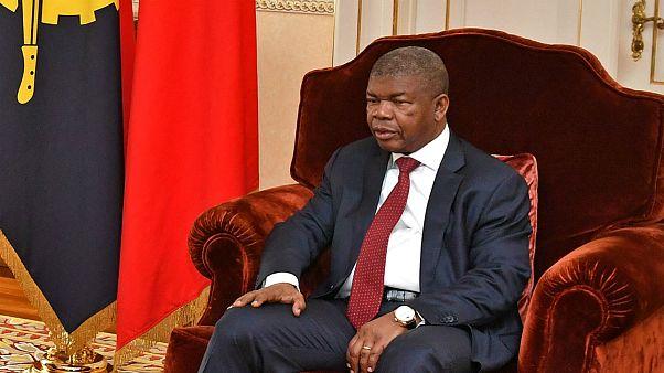 """Presidente de Angola pretende a formação de especialistas """"a todos os níveis"""""""