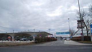 Blick auf den Flughafen